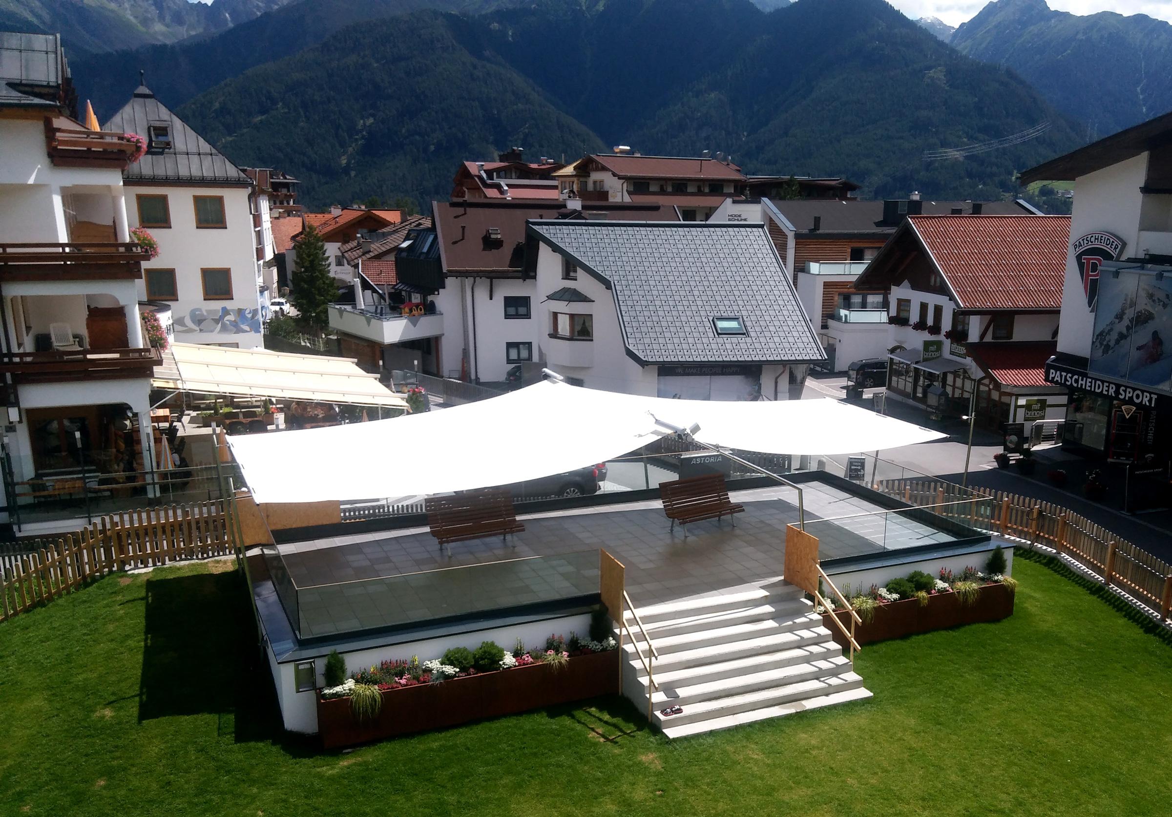 SunSquare Rechtecksegel mit 84 m² Größe.