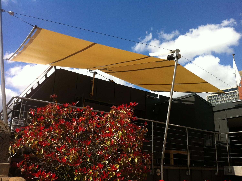 Der Hafen-Klub in Hamburg wird von einem original SunSquare Sonnensegel beschatt