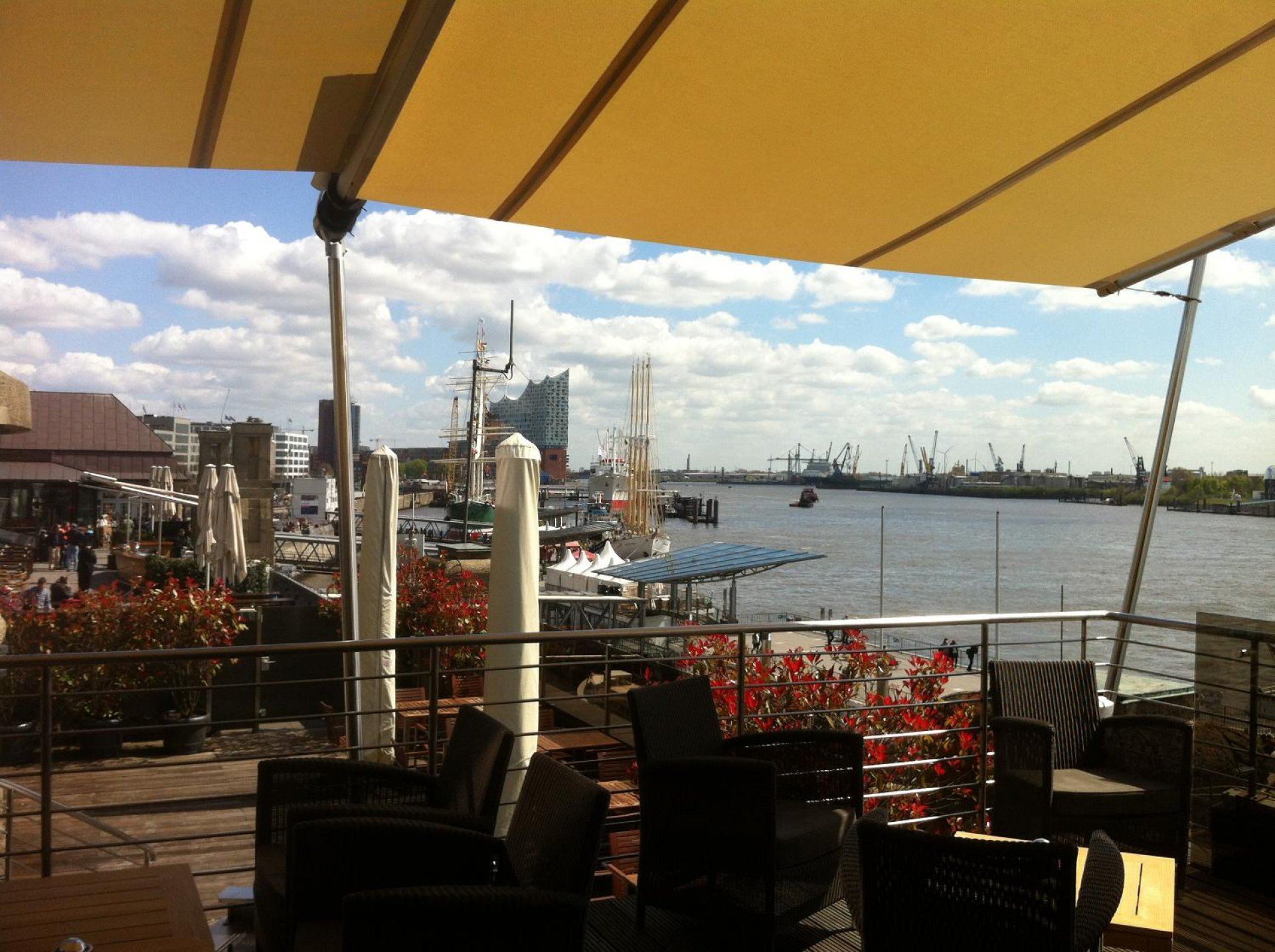 The port club in Hamburg is shaded with an original SunSquare sun sail.