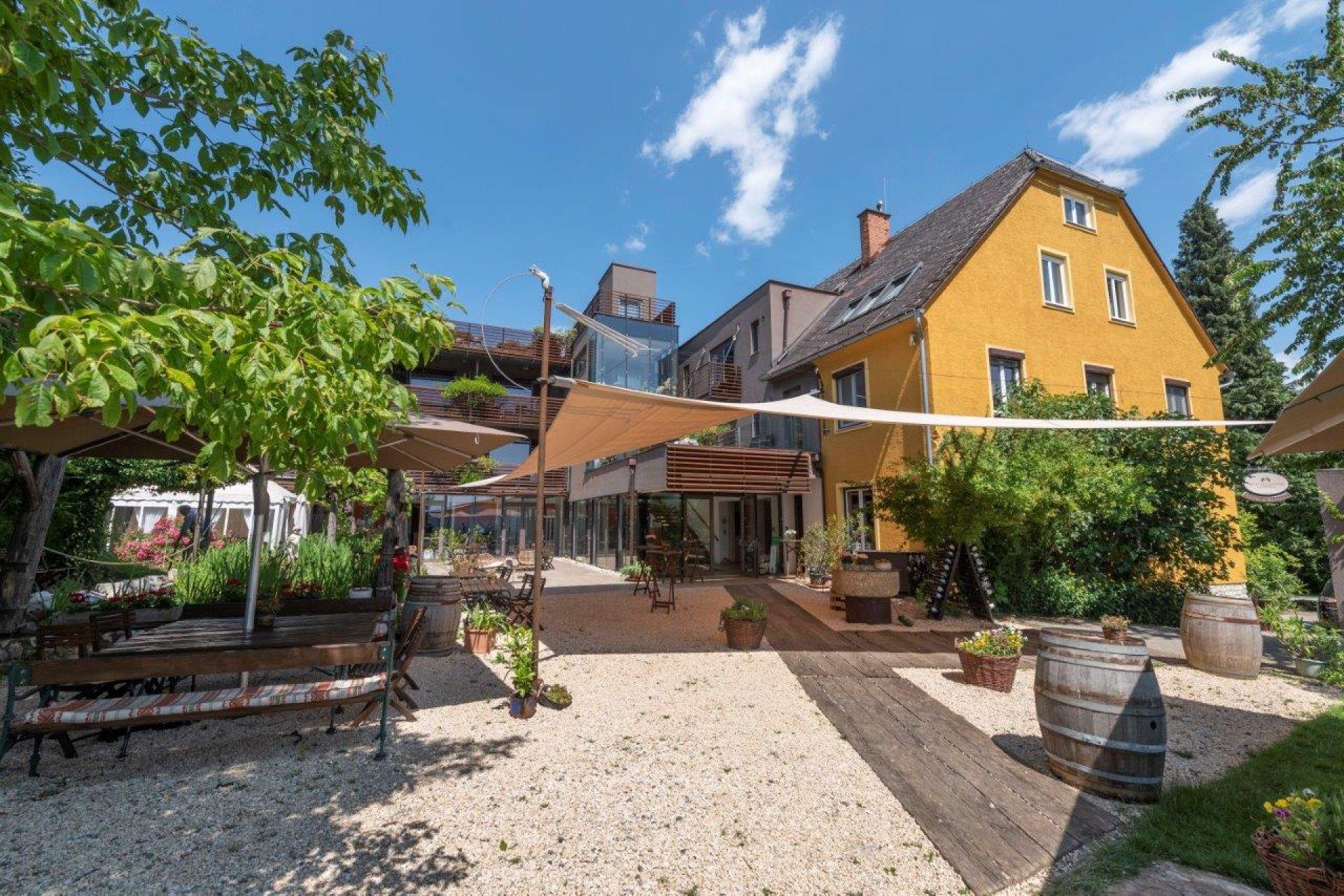 SunSquare Strahlensegel für das Weingartenhotel Harkamp.