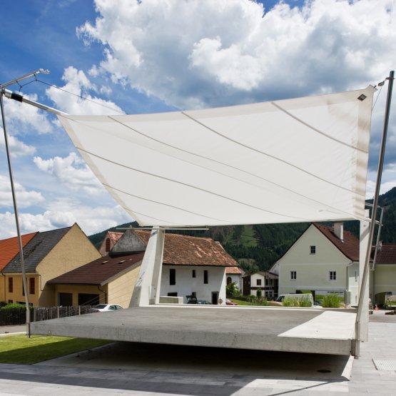 Sunsquare - vollautomatische Sonnensegelanlagen auf öffentlichen Plätzen.